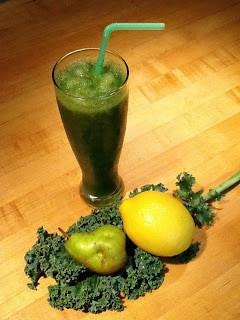 Green Juice Recipe - w/ Kale, Pear & Peach