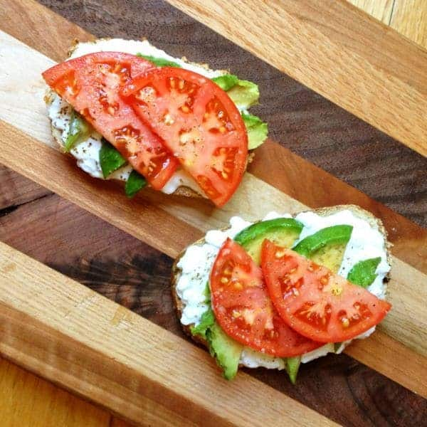 Avocado-Toast-with-Cottage-Cheese-and-Tomatoes-The-Lemon-Bowl