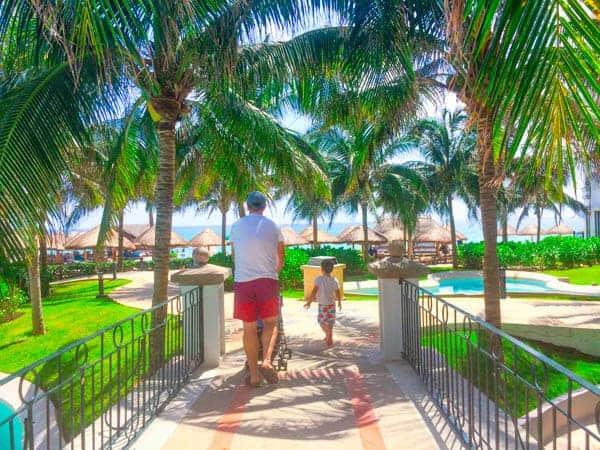 Boys Exploring Cancun - The Lemon Bowl
