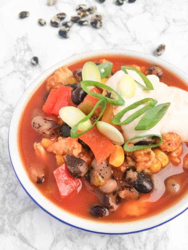 Turkey Chili with Sriracha Yogurt - The Lemon Bowl