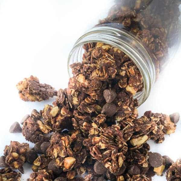 Homemade Chocolate Granola Recipe - An easy homemade chocolate granola recipe