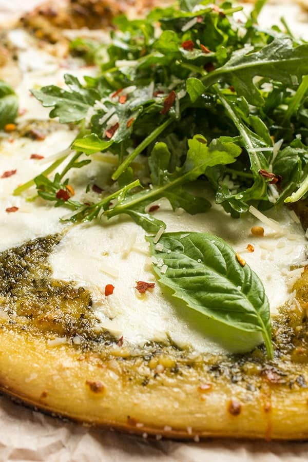 Grilled Pesto Pizza with Mozzarella and Arugula - a fast pizza recipe