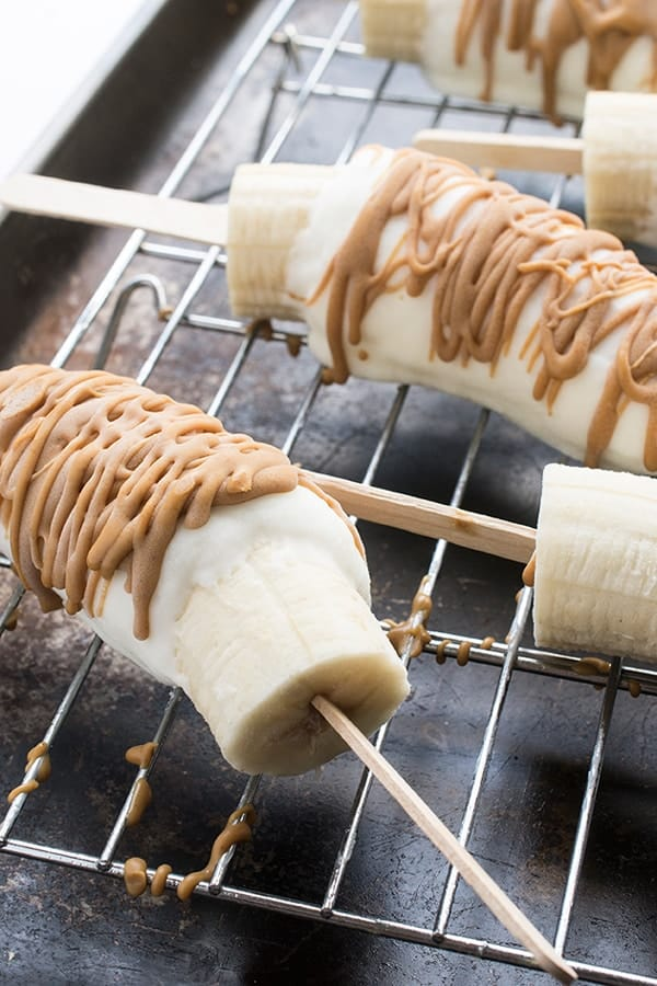 Frozen Banana Pops with Yogurt and Peanut Butter - a healhty frozen treat recipe