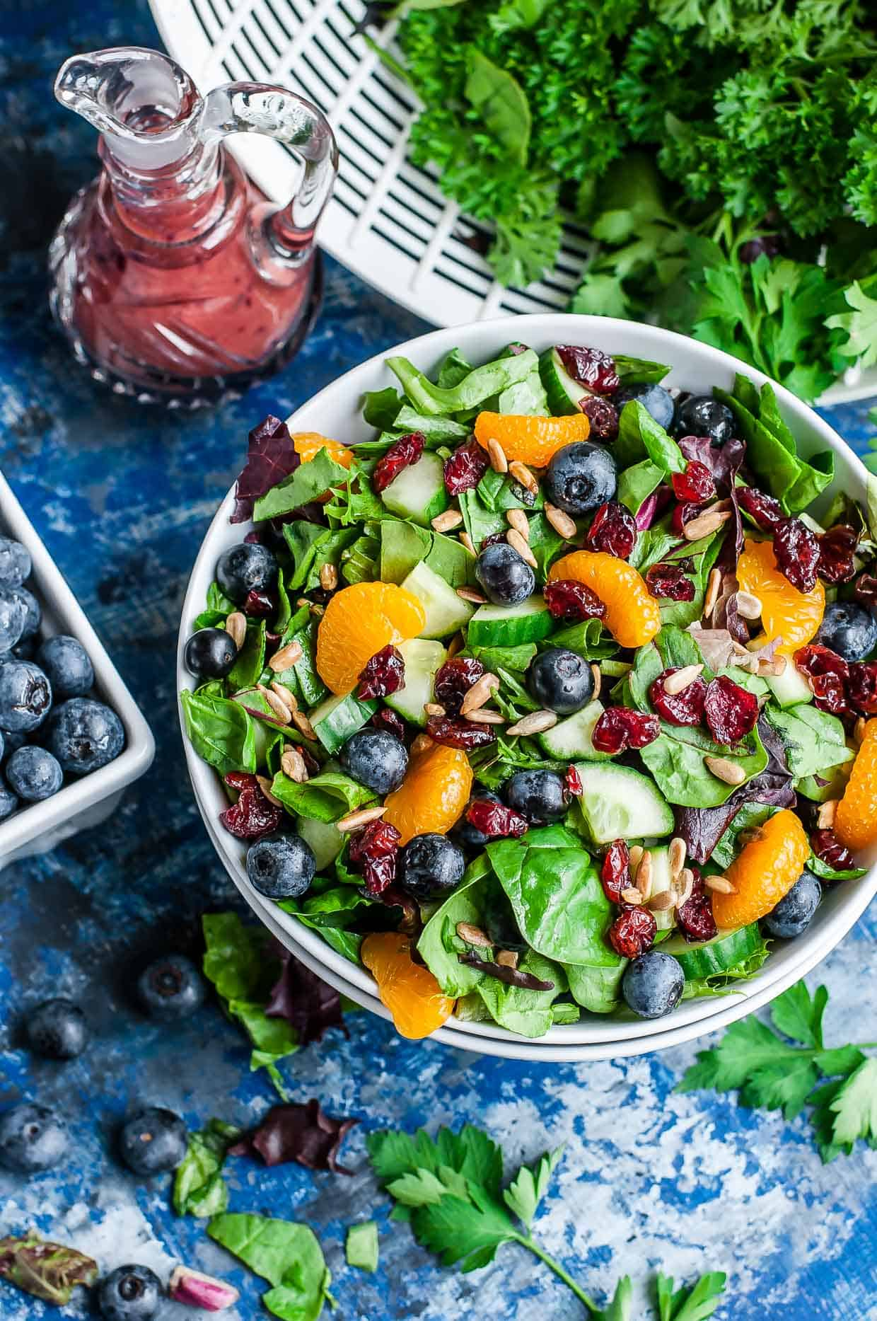 cranberry-blueberry-spring-mix-salad-blueberry-balsamic-dressing-recipe-peasandcrayons-1070