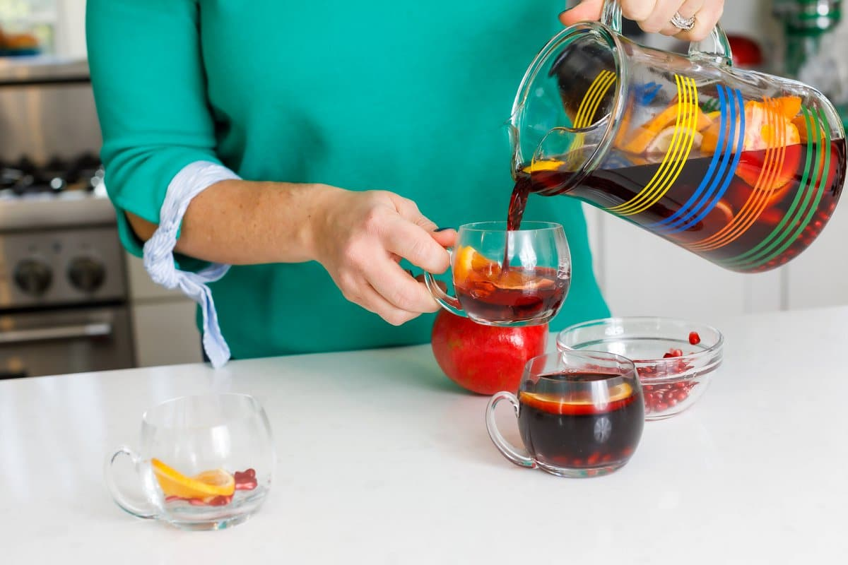 Liz pouring sangrias