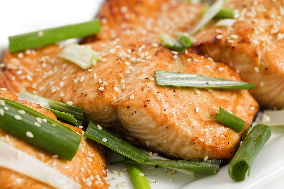 sweet and spicy baked salmon with sesame seed and green onions