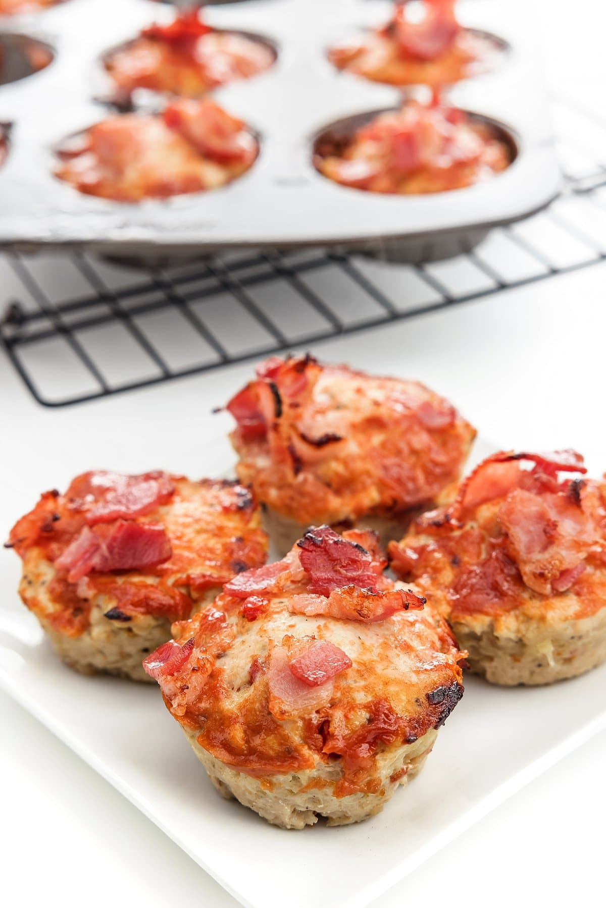 Turkey meatloaf muffins with bacon.